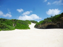 【砂山ビーチ】ホテルから車で4分、徒歩でゆっくり歩いて20分(平坦な道です)