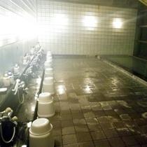 *本館にある大浴場(洗い場)