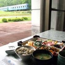 *列車広場の眺めながらいただく朝食