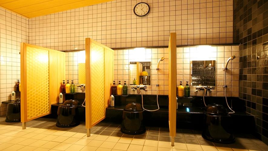 男性大浴場/カラン(洗い場7か所)