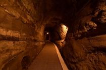 西館への洞窟通路は隠れ家感たっぷり