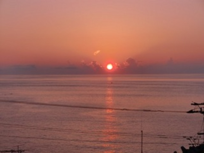 部屋から見た朝陽