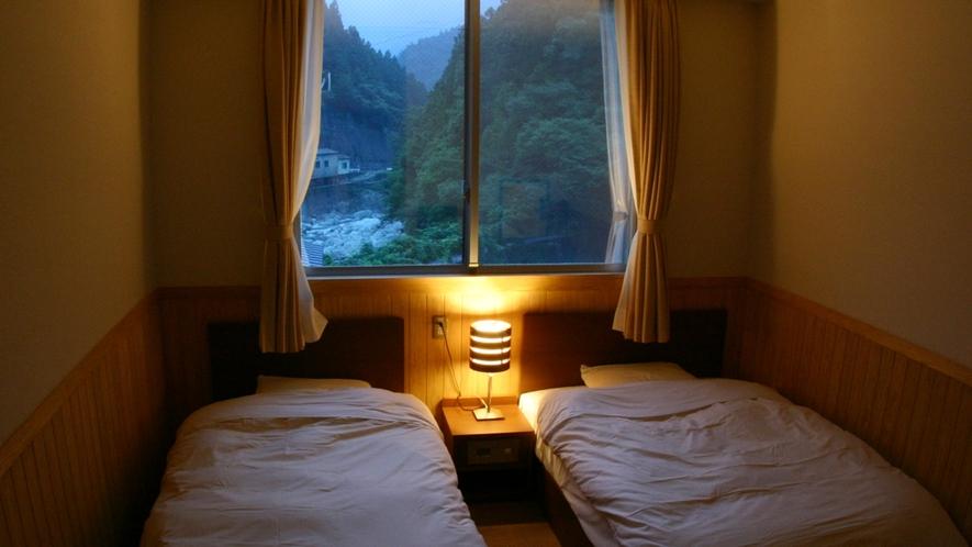 *【洋室】貞光川のセセラギを聞きながら癒しのひと時を。