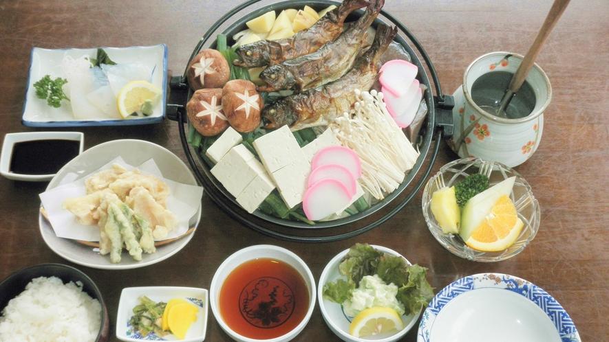 *【夕食一例】地元でとれた野菜や川魚を使った素朴なお料理をご賞味ください