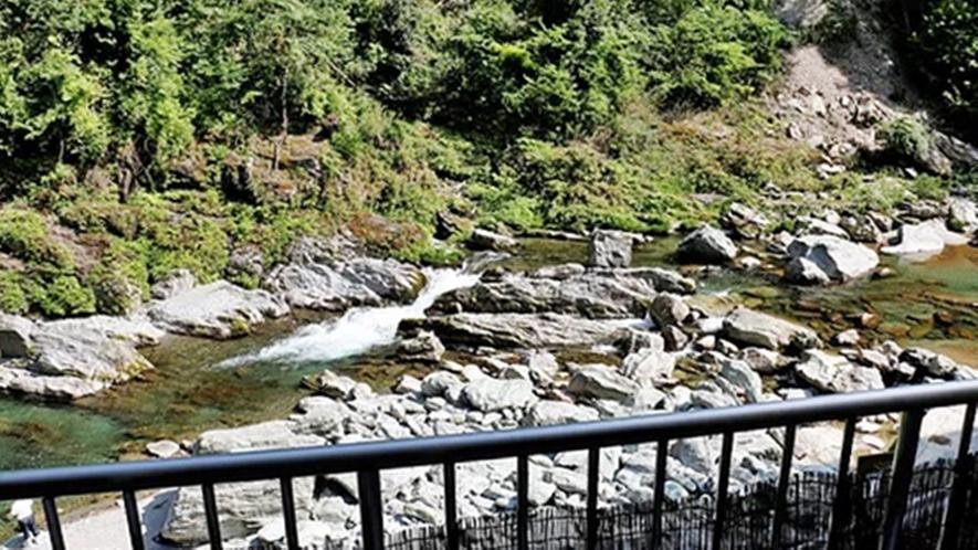 *【温泉/景色】一宇渓谷のせせらぎを背に、温泉旅情を心ゆくまでご堪能ください♪