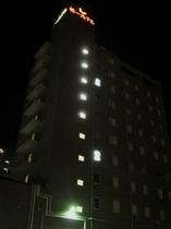 ホテル外観夜