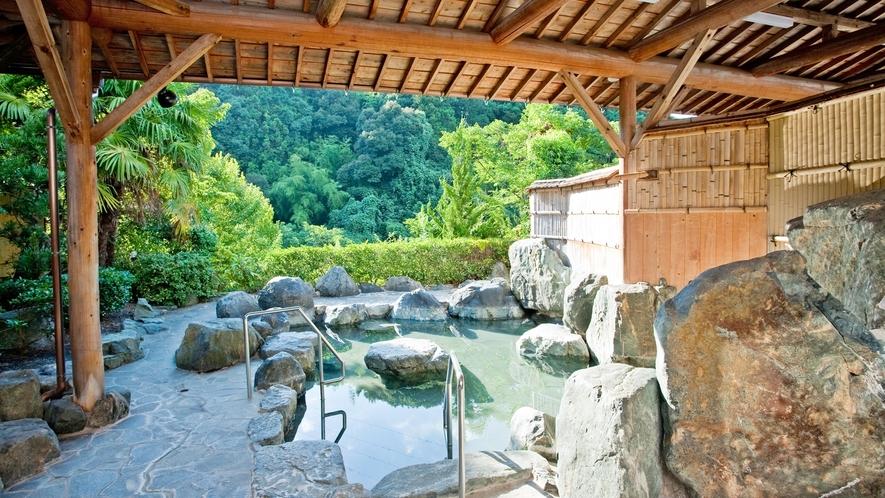 *【露天風呂】四季折々の景色をお楽しみください。