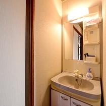 *【和室10畳】朝に便利な洗面台付。