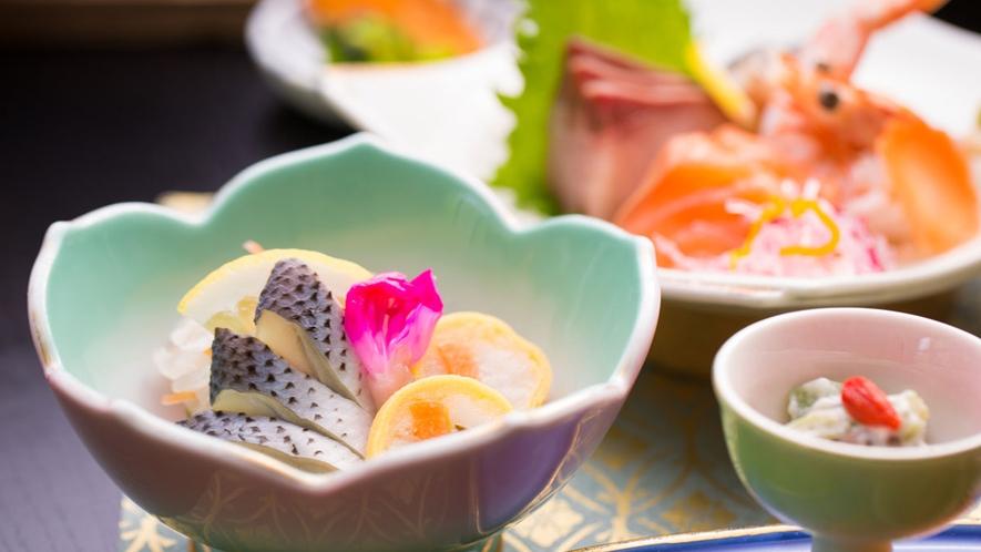 *【夕食一例】料理長自慢の品々をお楽しみ下さい。