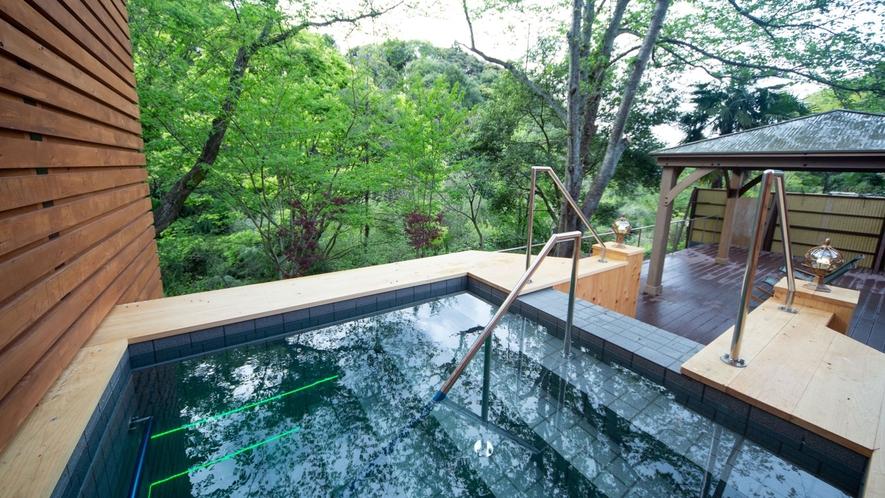 *【水風呂】日本三美人の湯を100%使用した水風呂で、最深部は160㎝ございます。