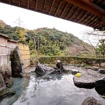 *【露天風呂】「日本三美人の湯」といわれる良質な湯は源泉掛け流し。