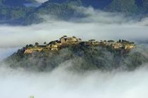 雲海に浮かぶ竹田城。