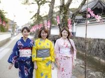掘割と白壁が美しい寺町通り6月は、花しょうぶが咲き誇ります。