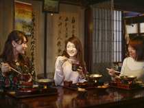 お食事は、120年前の明治の町屋カフェ【寺子屋】にて。日帰りランチも承ります。