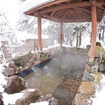 *【杜の湯】雪化粧した木々に囲まれて、ゆっくりと雪見露天をお愉しみください。