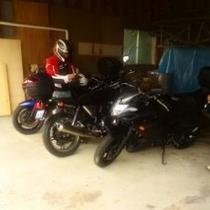 バイクの屋根付き車庫有り