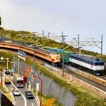 *懐かしい蒸気機関車から新しい電車など、さまざまな車両が行き交います!(ジオラマ写真提供 RMM)