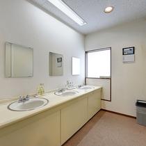 *【共有洗面】シングルルームの向かいにある共用洗面所です
