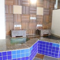 *【滝の湯(3階)】かぶり湯。中温と高温の2種類がございます。