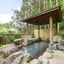 *【杜の湯(3階)】緑に囲まれた温泉で体も心もぽかぽかに!ゆっくり疲れを癒してください。