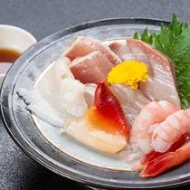 *【お食事一例】新鮮で脂が のったプリプリのお刺身です