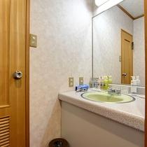 *【客室内一例】洗面所には各種アメニティもご用意しております。