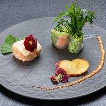 *【前菜】お野菜を主役に使った色鮮やかなお料理です(お食事一例)