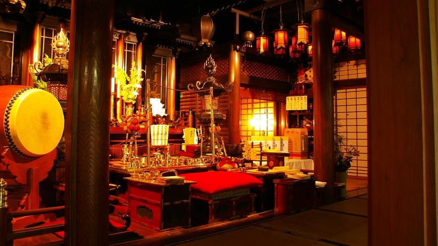 *朝護摩祈祷される仏殿