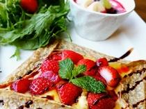 季節の果物のカスタード蕎麦ガレット
