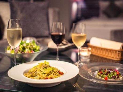 【ルームサービス】【3時間ワインフリーフロー+お料理6品】お部屋で贅沢おこもりプラン