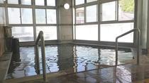 *男性大浴場/温度もぬるめで長時間入浴できる温泉。