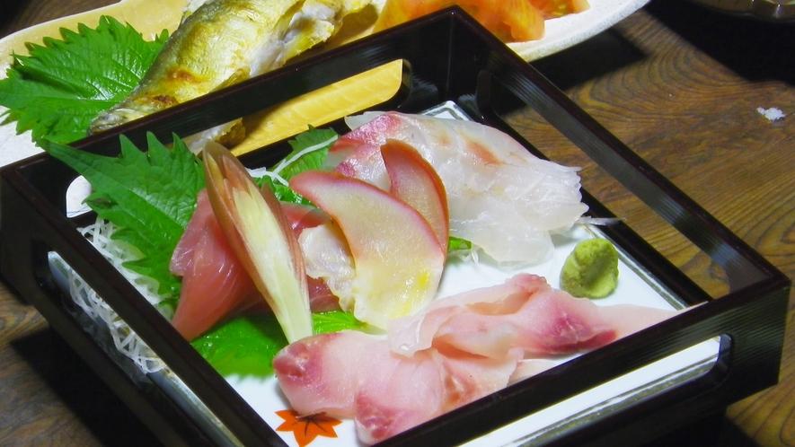 *夕食一例/鯉のあらい。酢味噌と一緒にどうぞ