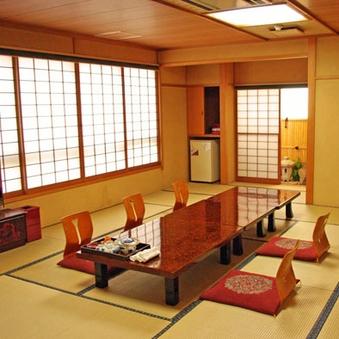 和室16畳(バストイレ付) or 和室30畳 (トイレ付)