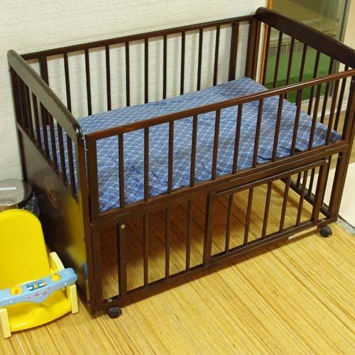 河鹿の湯の脱衣所には、ベビーベッドと赤ちゃん専用のオムツゴミ箱を準備しております。