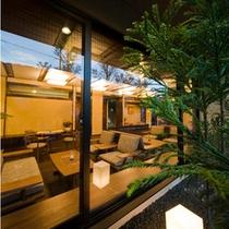 純和風ロビー 窓