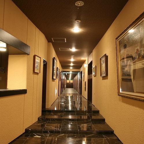 レストラン前廊下