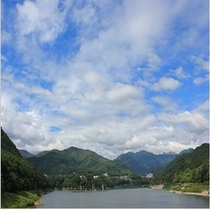 雄大な赤谷湖