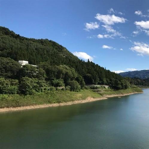 湖郷・外観・春夏