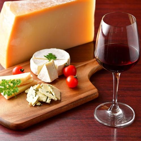 こだわりのチーズとともにワインはいかが??