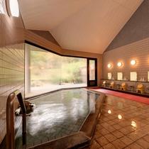 *大浴場/大きな窓から差し込む光とともに温かい湯船に浸かり、気の休まるひと時をご堪能下さい。