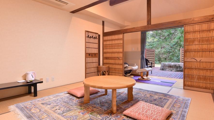 *和室8畳(客室一例):ウッドデッキ付きのお部屋です。