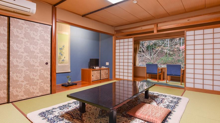 *和室10畳(客室一例):桧風呂付きのお部屋です。