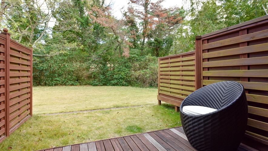 *洋室ツイン(客室一例):外の景色を楽しみながらのんびり…