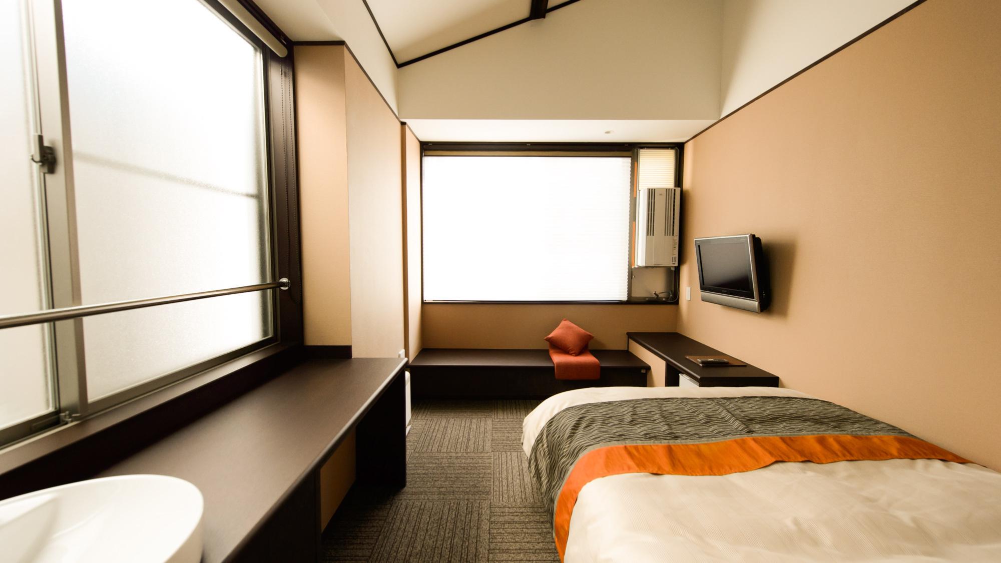 【ダブルルーム】1〜2名様でご利用いただけるダブルルーム。室内でのインターネット接続も可能です!