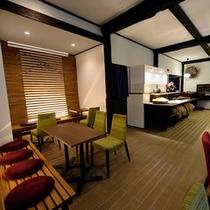 【足湯カフェ】足湯に浸かりながら寛げるカフェスペース。サービスの無料朝食会場もこちら。
