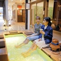 【足湯cafe】足湯に浸かりながらカフェーメニューをお楽しみいただけます。