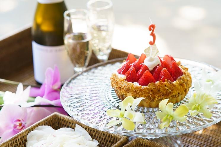 シャンパーニュとケーキで記念日のお祝いを
