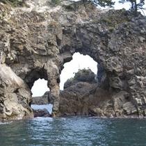 「 香住海岸のジオパーク 」の一例(めがね島)