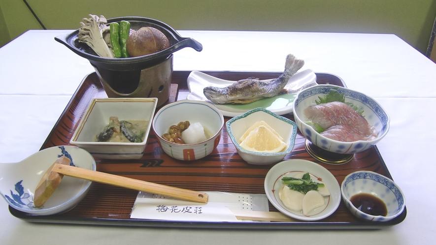 *【スタンダードコース(一例)】山菜・川魚が中心のお料理。