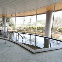 *大浴場/天井までガラス窓の開放感あふれる大浴場。